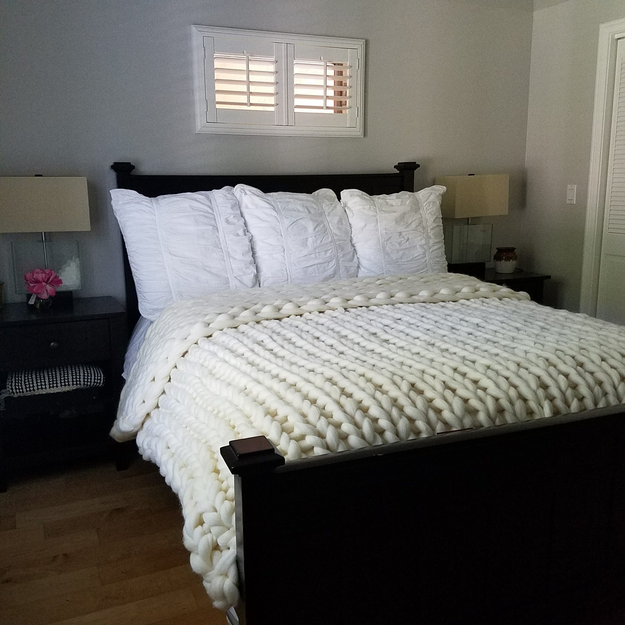 ivory chunky knit throw blanket guest bedroom home decor angela lanter hello gorgeous