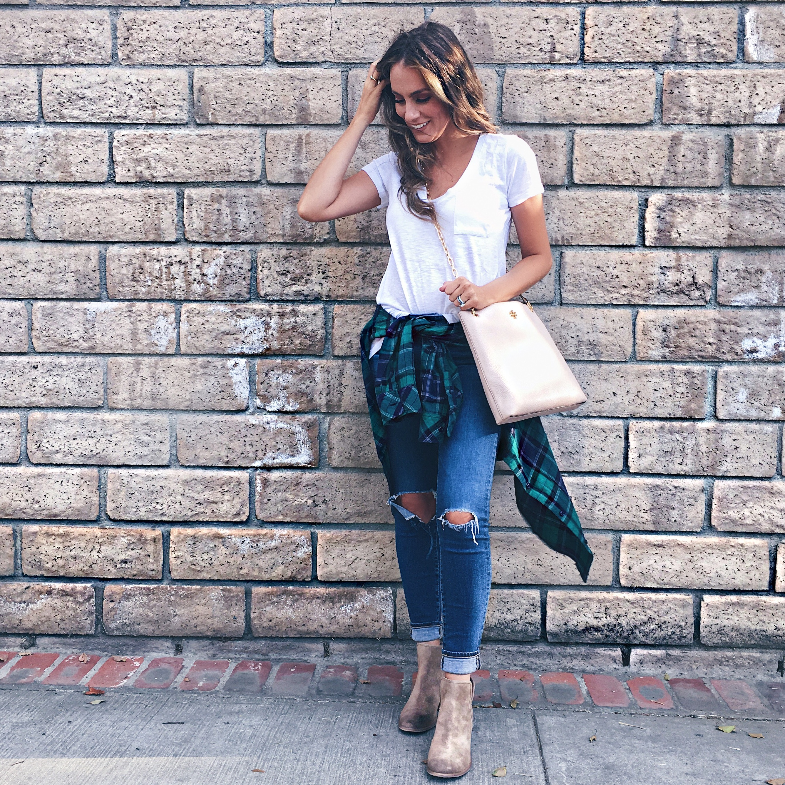 jeans and tee shirt outfit nordstrom anniversary sale angela lanter hello gorgeous