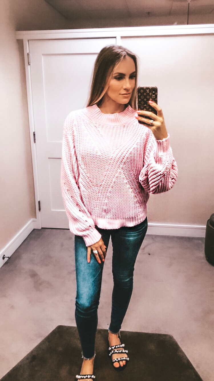 NSALE ANGELA LANTER 2019 SWEATER AND JEANS